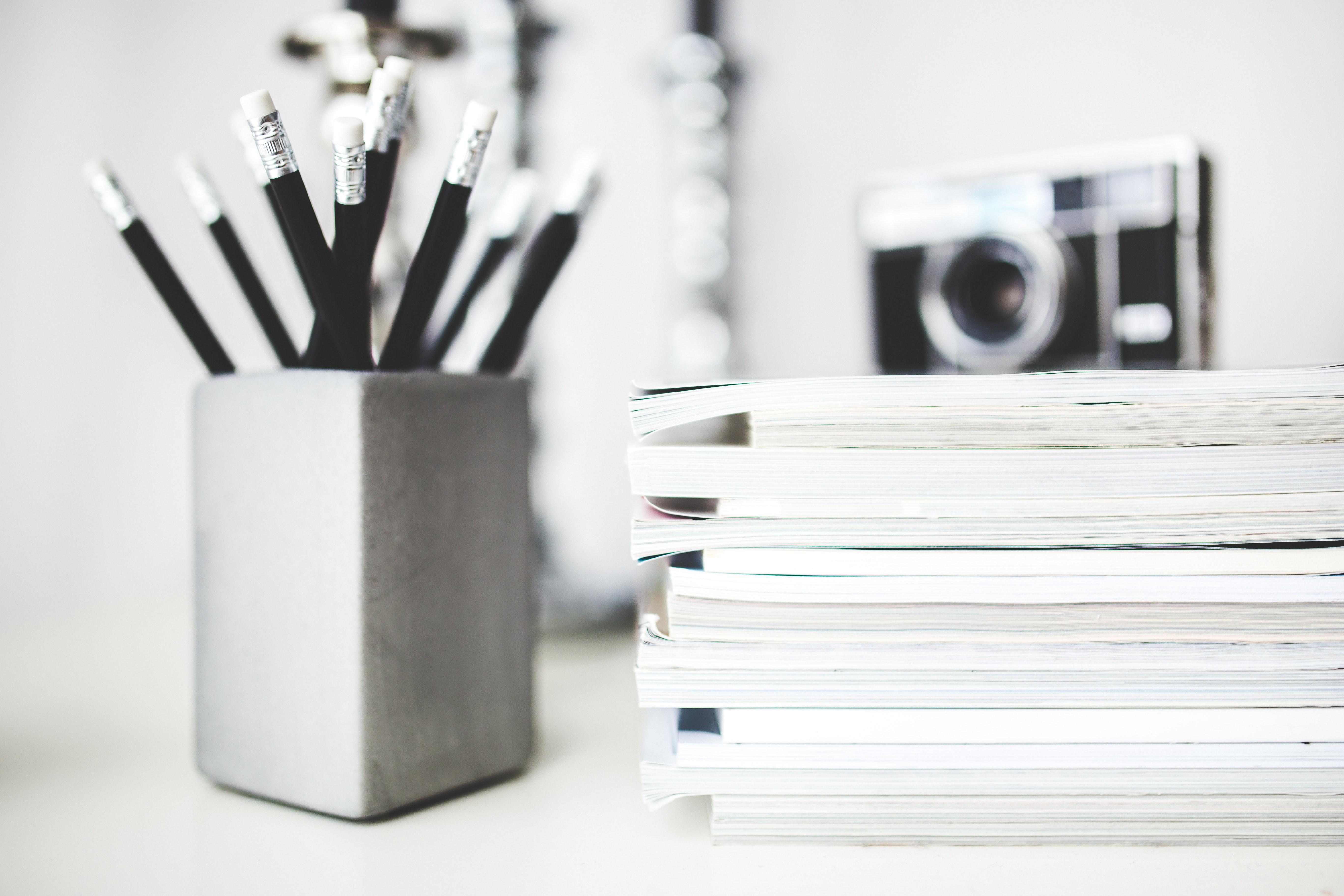 Tidningar och pennor