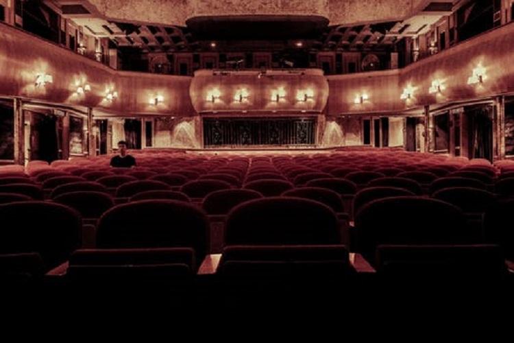 Upplyst teater